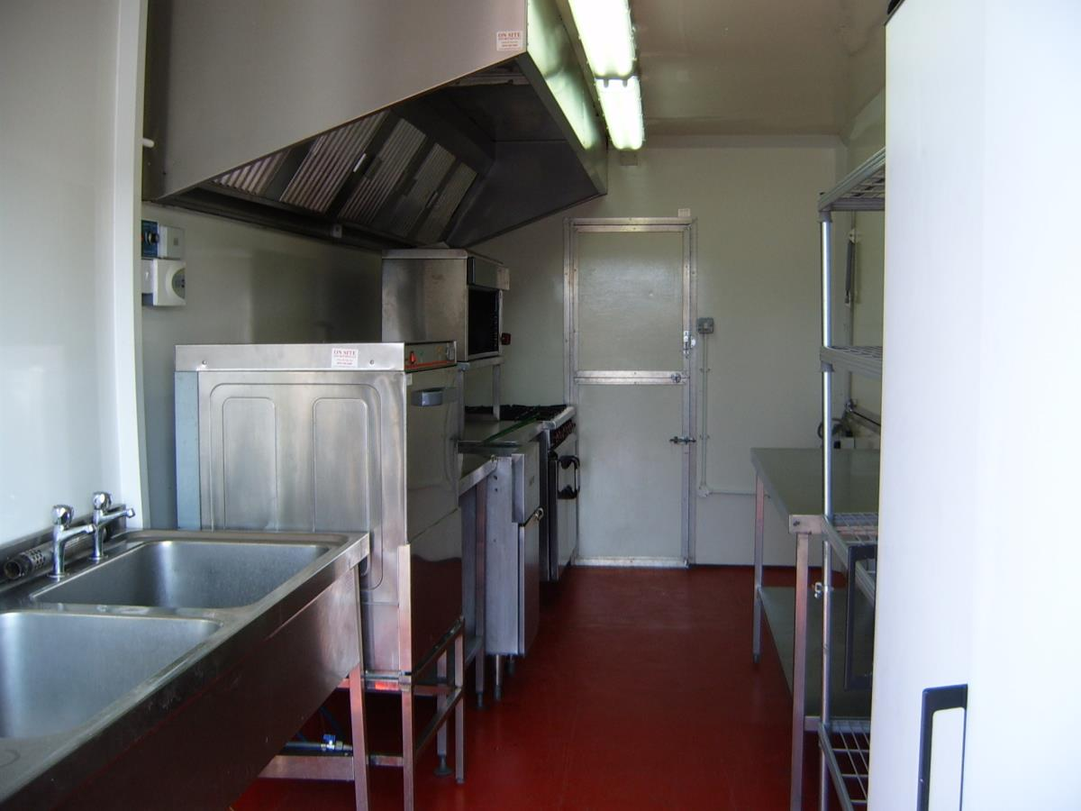 With the hatches closed, it can accommodate more equipment to provide an all-in-one temporary or emergency kitchen.